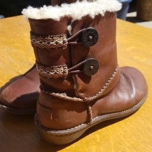 UGG Boots, Lillie S/N 3336, Sheepskin lined leathe